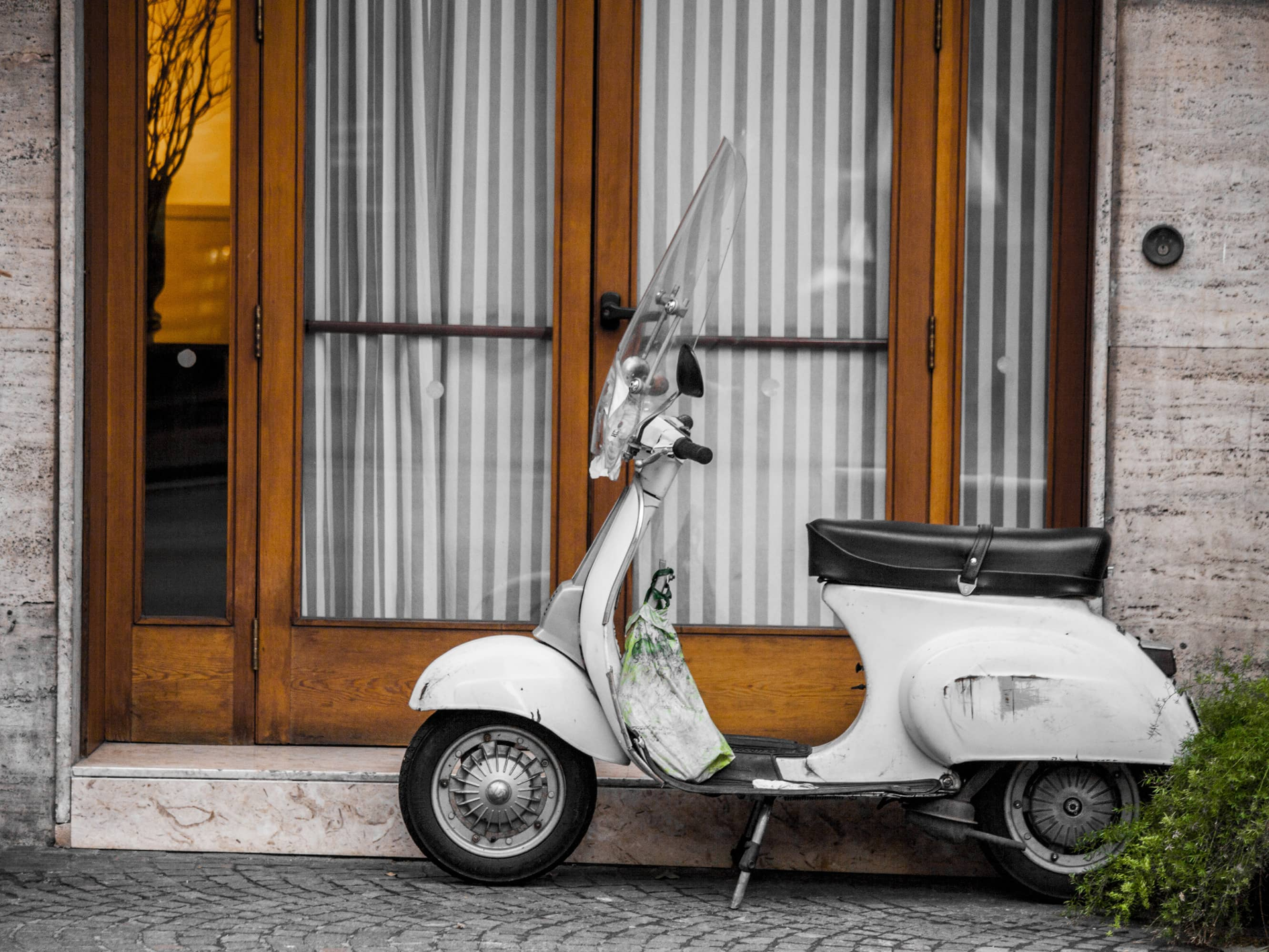 SAVOUR A CULINARY TOUR BY VESPA