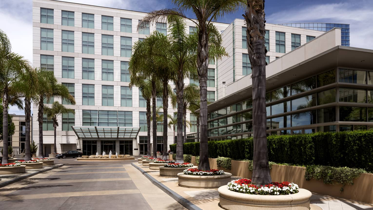 Four Seasons Hotel Silicon Valley at East Palo Alto exterior courtyard, potted palm trees