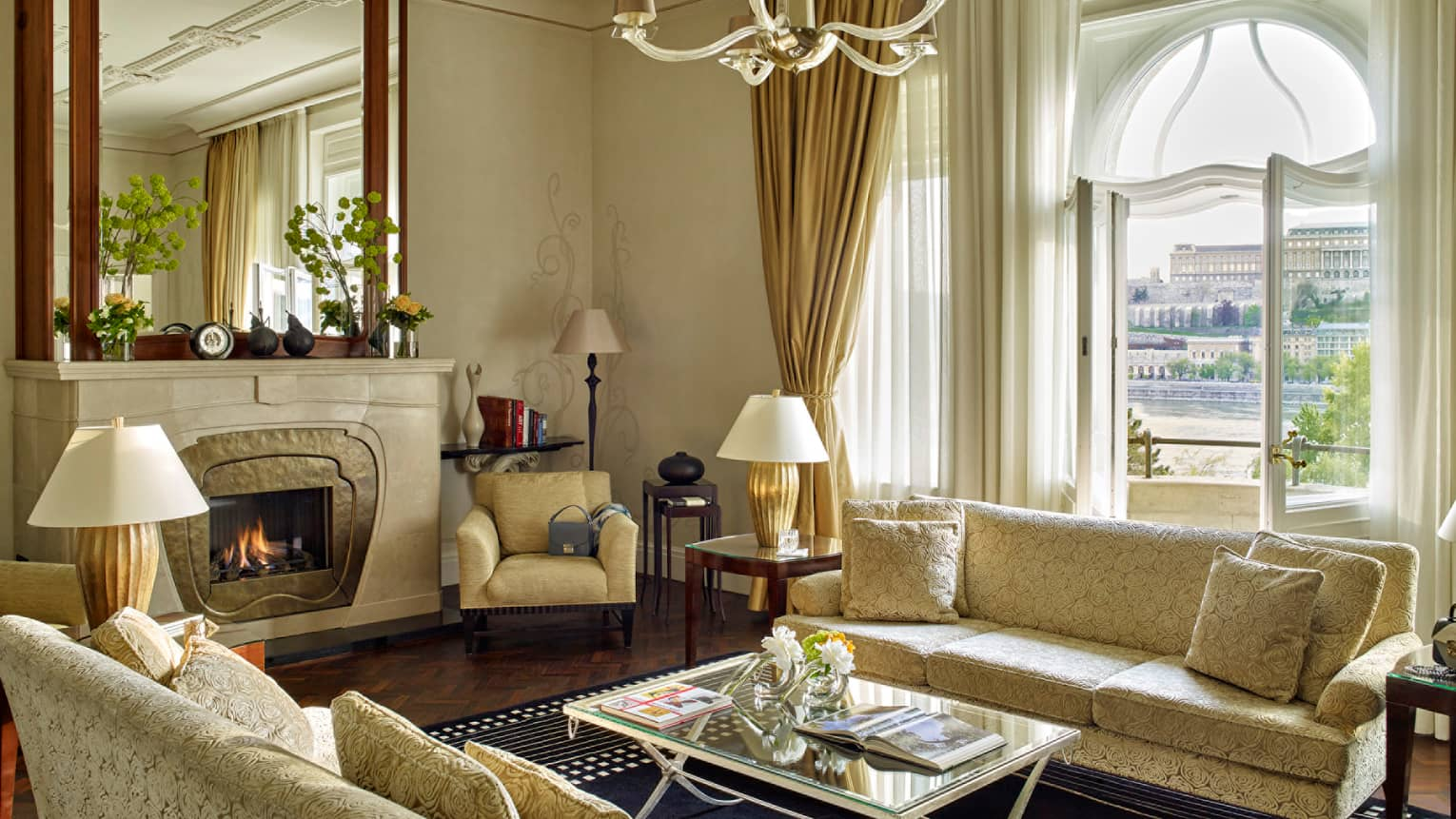 /content/fshr/pages/en/properties/budapest/accommodations/suites/sir_gresham_presidential_suite