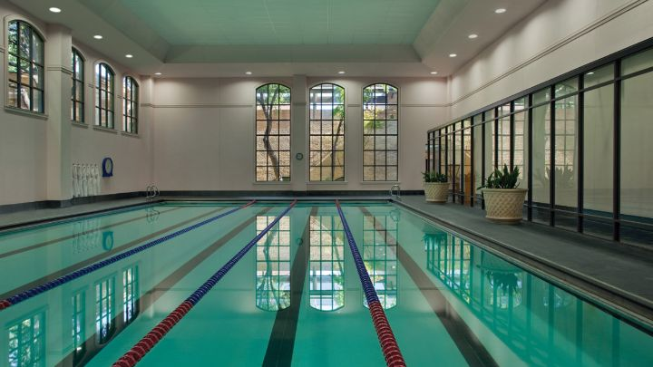 Dallas hotel with indoor pool four seasons resort dallas for Hotels in dallas with indoor pools