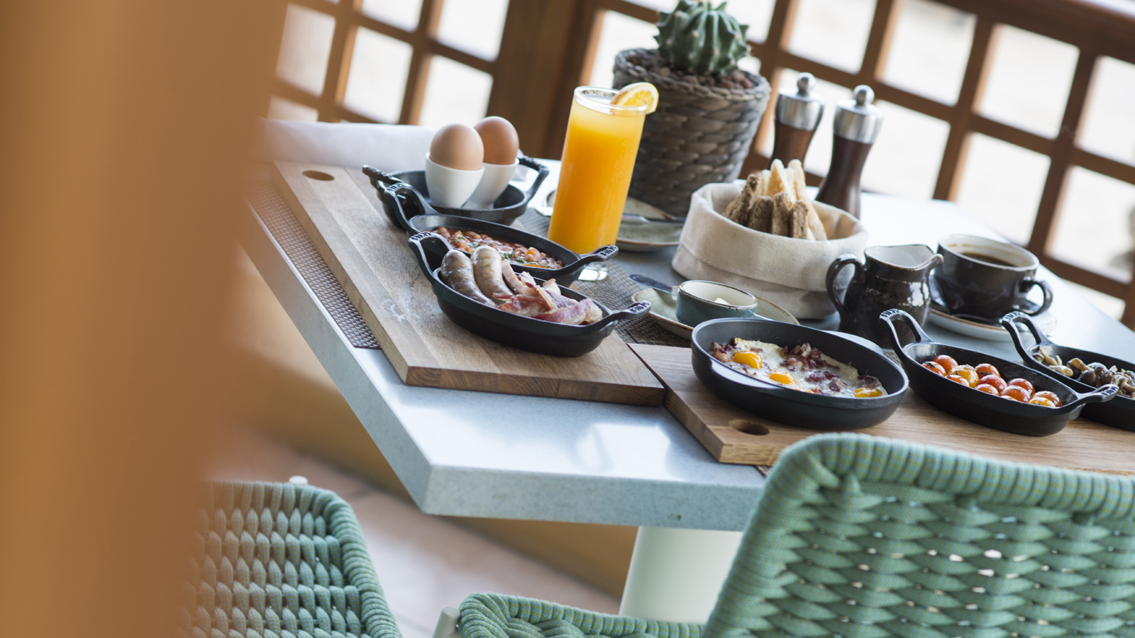 Outdoor Breakfast Dining at Pool Grill Restaurant in Doha