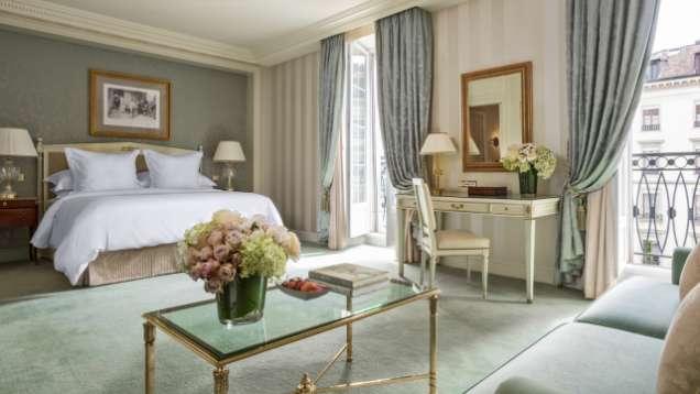 Junior suite with a view in geneva four seasons hotel geneva for Design hotel 16 geneva
