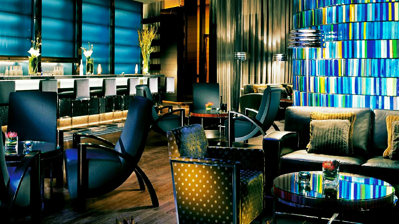 Blue Bar in Four Seasons Hotel Hong Kong