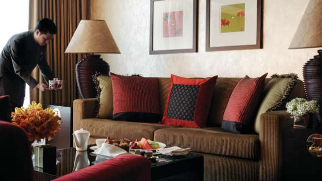Enjoy In-Room Dining at Four Seasons Hotel Hong Kong
