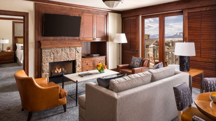 Jackson hole mountain view suite teton village four seasons resort for 2 bedroom suites in jackson hole wy