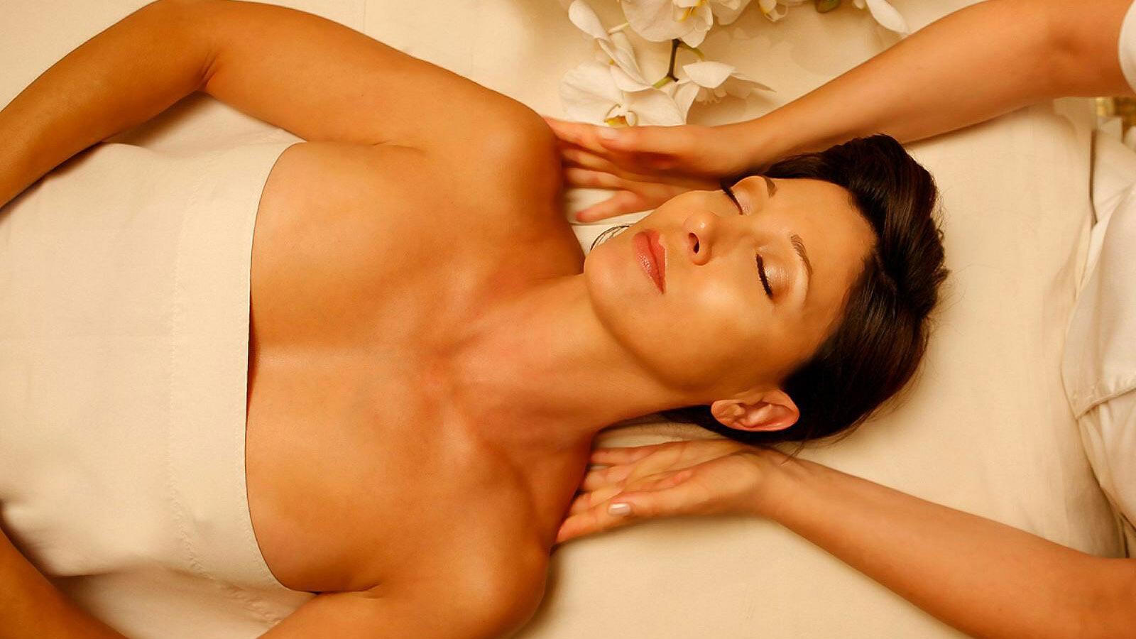 Японка оргазм на массаже, Оргазм на японском массаже - видео 30 фотография