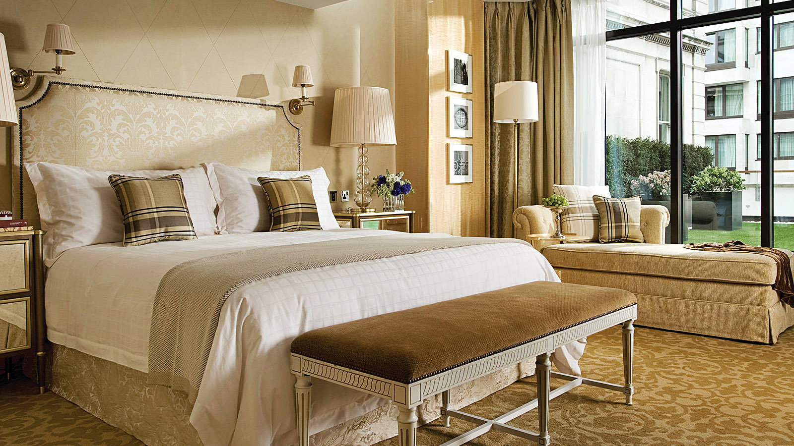 London Weekend Escape Offer at Four Seasons Hotel London at Park Lane