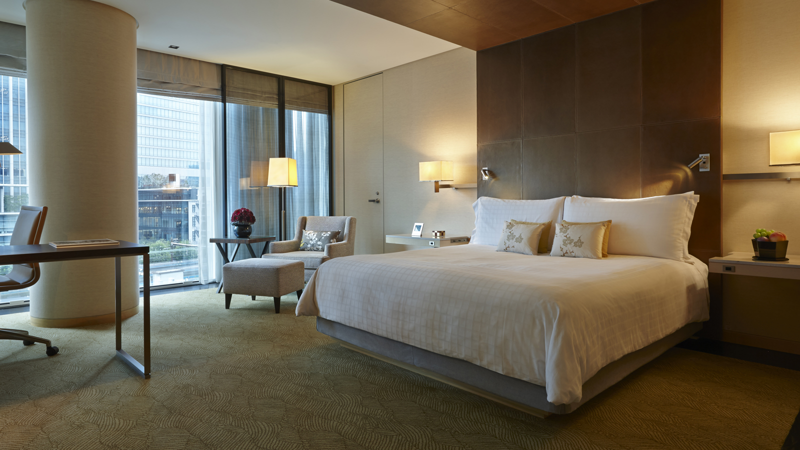 Superior room four seasons hotel tokyo at marunouchi Four season rooms pictures