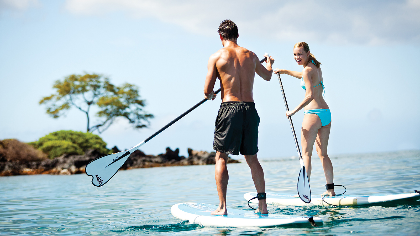 Couples Paddle Boarding in Hualalai