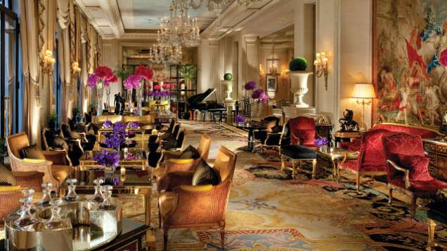 La Galerie Lounge at Four Seasons Hotel George V Paris