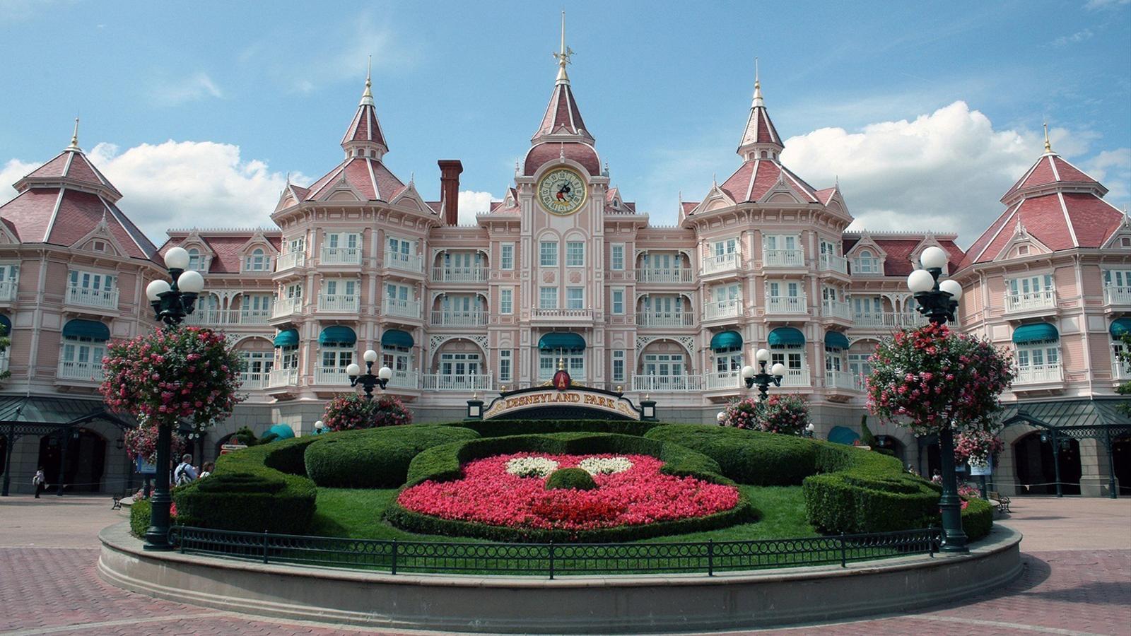 Chateau Ile De France Hotel