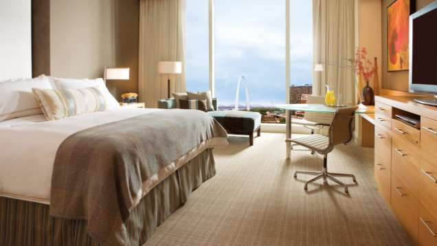 Bed and Breakfast Package at Four Seasons Hotel St. Louis