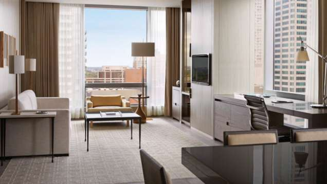 Weekend Suite Experience – Hotel Credit at Four Seasons Hotel Toronto