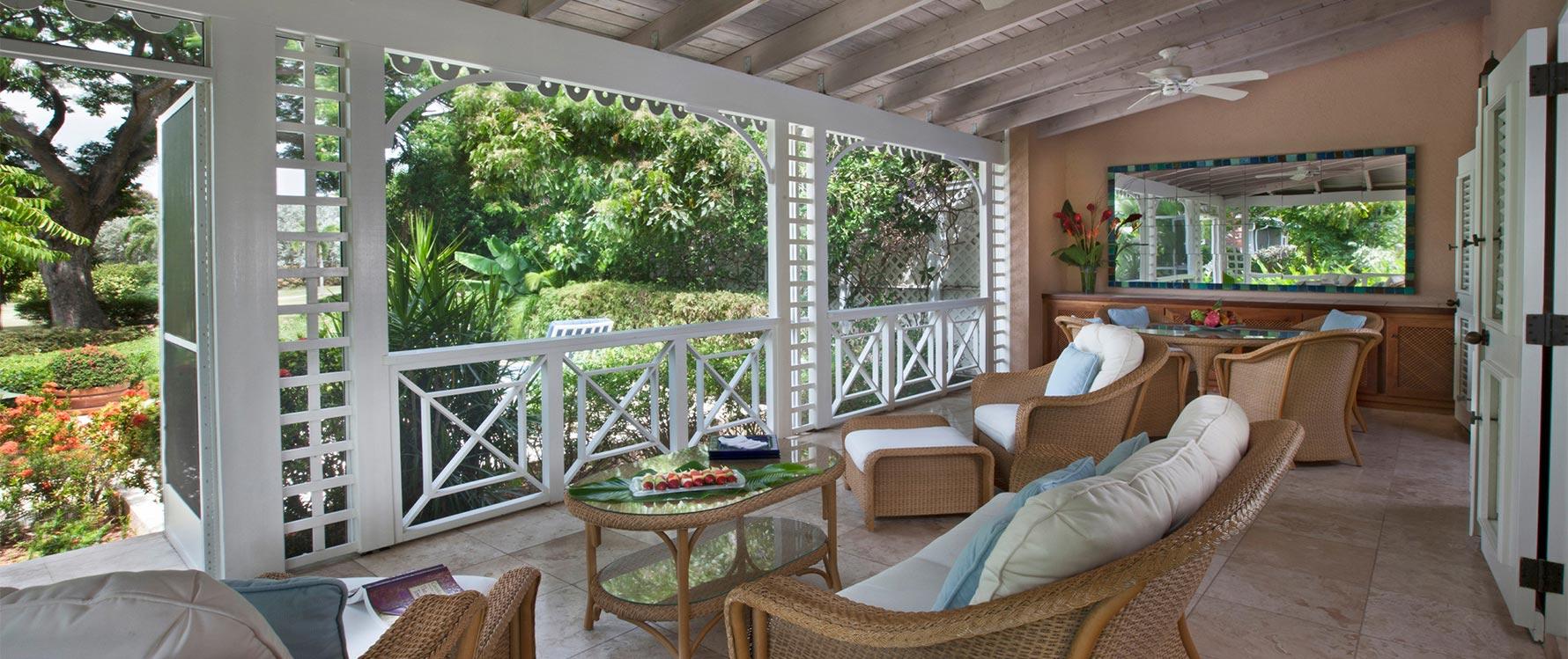 Screened veranda area facing pool