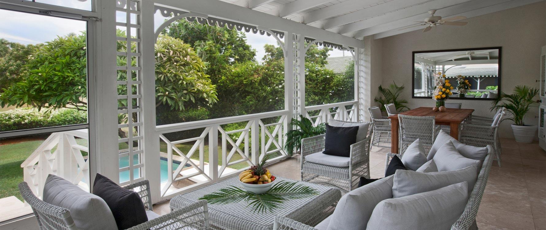 Screened veranda and lounge area